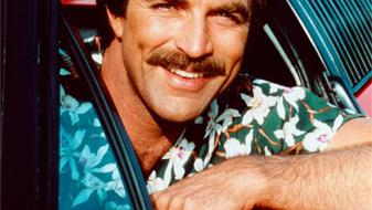 Tom Selleck aterriza en Las Vegas - Tom Selleck aterriza en Las Vegas