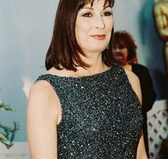 Anjelica Huston llega a Medium - Anjelica Huston llega a Medium