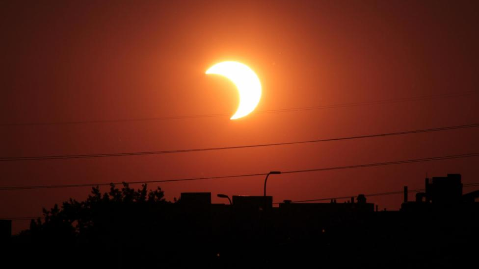 Solar Eclipse - How to View the Solar Eclipse Safetly