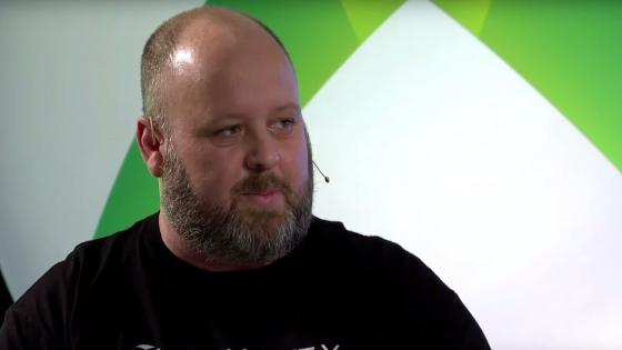 Aaron Greenberg, director de marketing de Xbox Games en Microsoft - Microsoft está en conversaciones con Sony para habilitar el crossplay