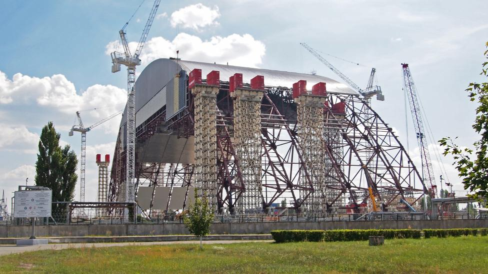 Nuevo sarcófago de Chernobil en plena construcción - Chernobyl Sarcophagus Final Set Up Gets Delayed