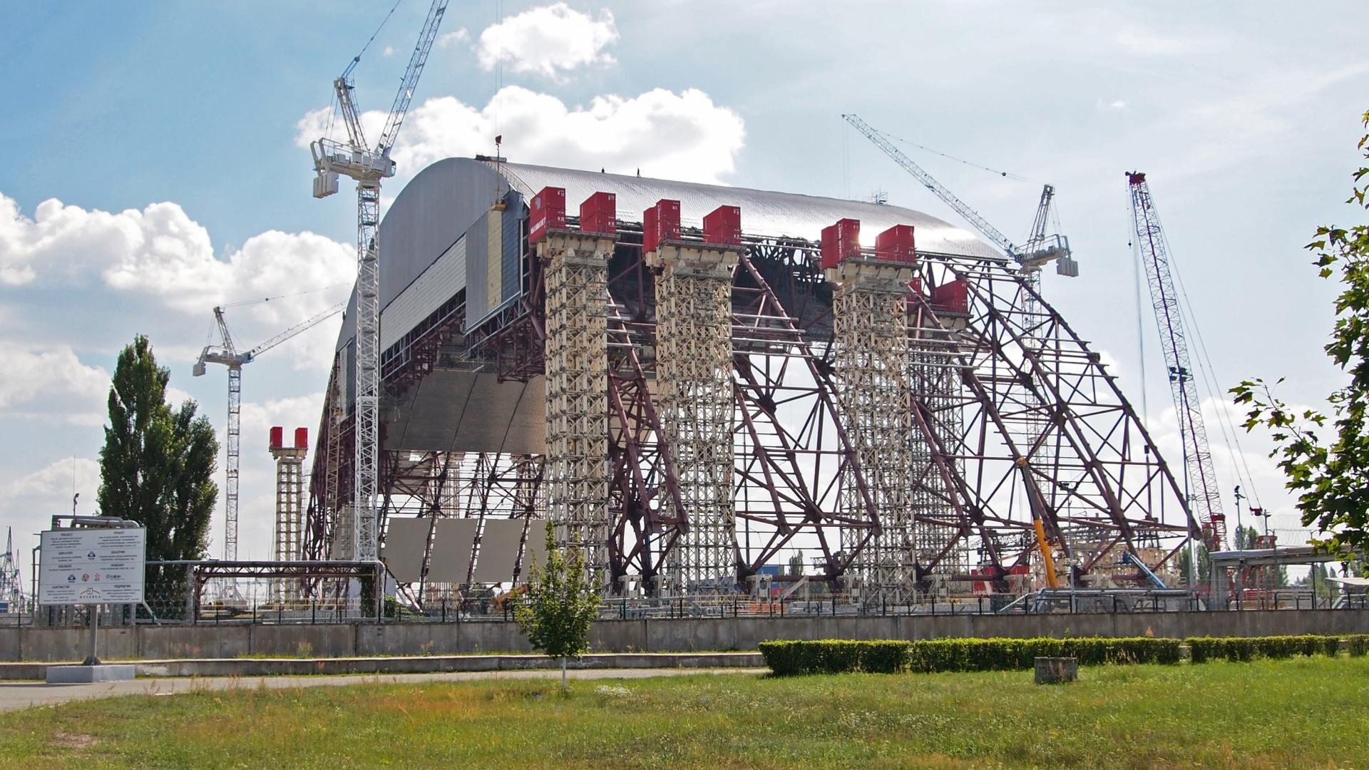 A 110-meter sarcophagus was installed above Chernobyl 11/29/2016 52
